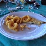 Ispinigoli - Filetto di orata al profumo di erbe locali, calamari fritti.