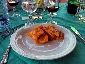 Ispinigoli - Ravioli ripieni di formaggio e menta al sugo tradizionale.